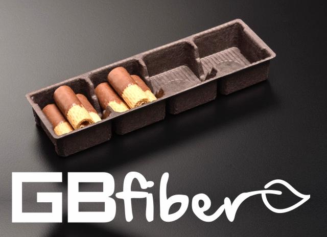 Următoarea generație biscuiți rătăciți. Un pachet de cookie-uri pe jumătate deschis, cu partea interioară extrasă, care a fost folosită anterior doar din plastic. De acum pulpa. La mijloc sigla GBfiber.